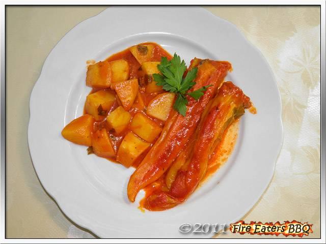 Bild - Gefüllte Paprika mit Tomatensauce