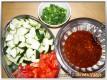 Gemüse und Sauce vorbereiten