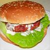 Rezeptfoto: Ein Knoblauchburger mit Whiskey-Knoblauchsauce
