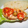 Rezeptfoto - Ein Chicken-Sandwich mit Jalapeños und würziger Mayonnaise