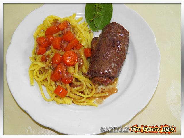 Rouladen aus dem Dutch Oven mit Gemüse, Spätzle und Sauce