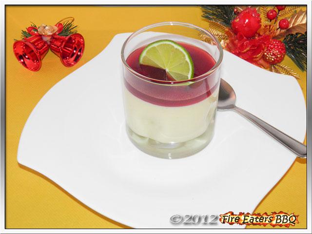 Mangocreme mit Traubensauce