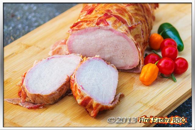 Bild - ein Schweinerücken im Baconmantel aus dem BBQ-Smoker