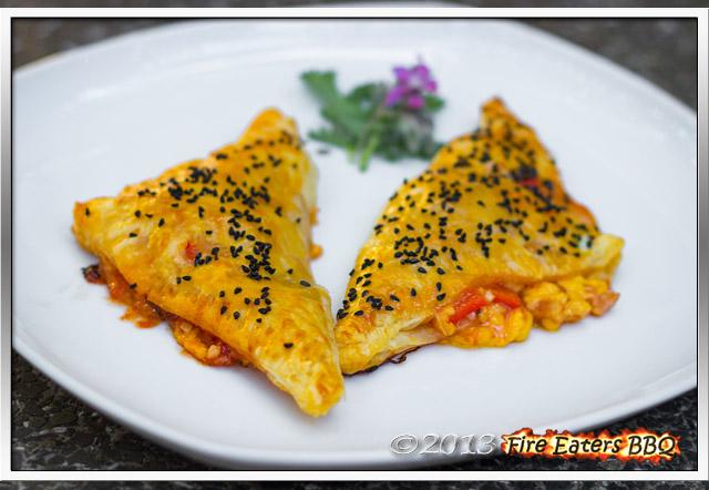 Blätterteig-Pizzataschen aus dem Kugelgrill