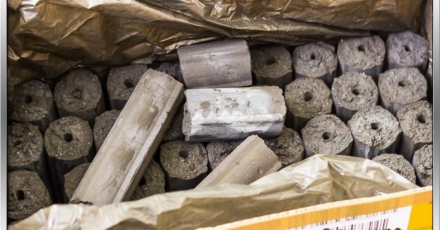 10 Kilogramm Kokosbriketts im Karton