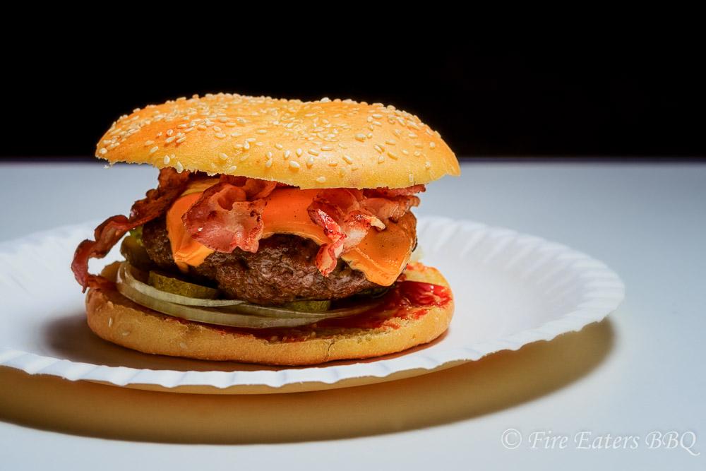 Bacon-Burger mit Dinkel-Quark Buns