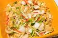 Kimchi-Gemüse mischen