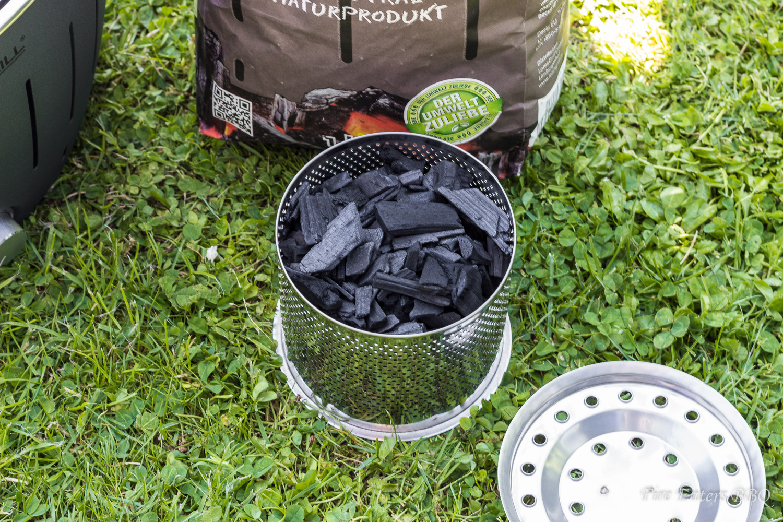Lotusgrill - Gefüllter Kohlebehälter
