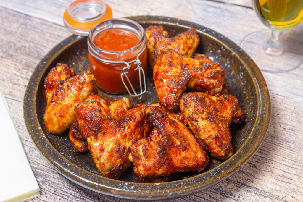 Foto - Hot Chicken Wings mit Sauce