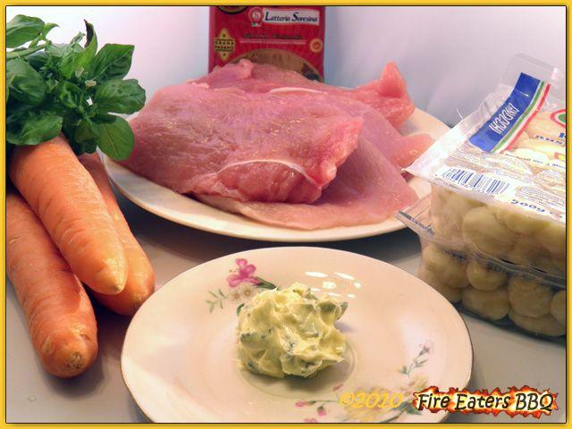 Putenröllchen mit Basilikum-Möhren und Gnocchi
