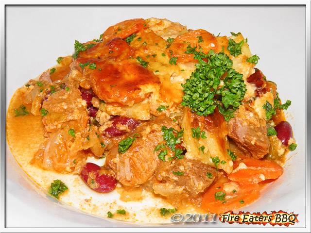 Gulasch mit Kartoffel-Möhren-Haube
