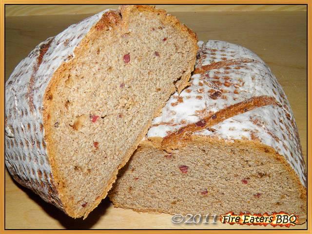 Bild - Das fertige Zwiebel-Speck-Brot im Anschnitt