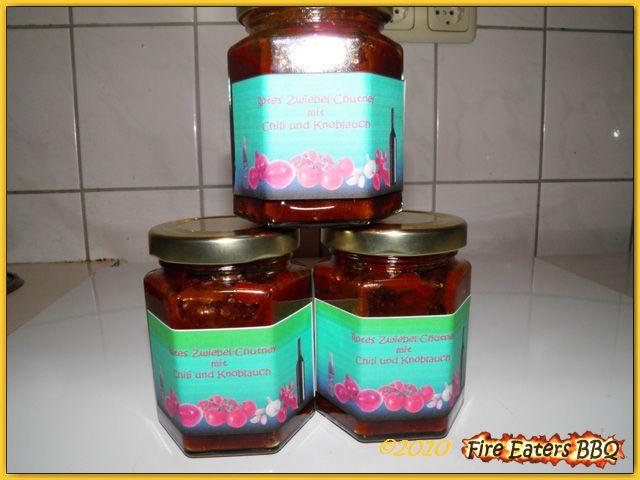 Rotes Zwiebel-Chutney mit Chili und Knoblauch
