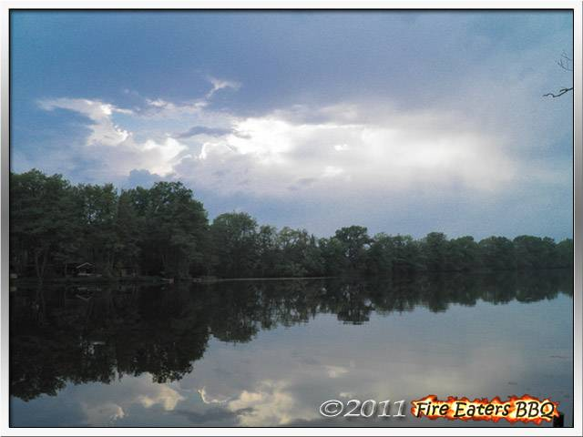 Bild - Dunkle Gewitterwolken über dem Kamernschen See